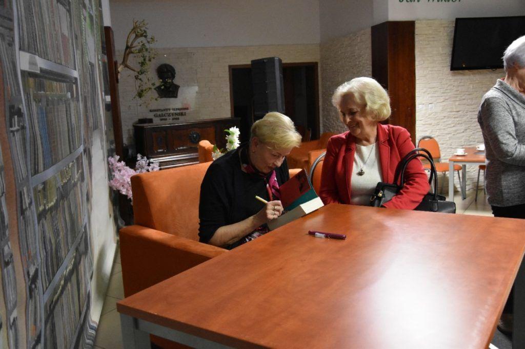 foto: Spotkanie autorskie Krystyny Kofty w MBP - DSC 0058 1024x682