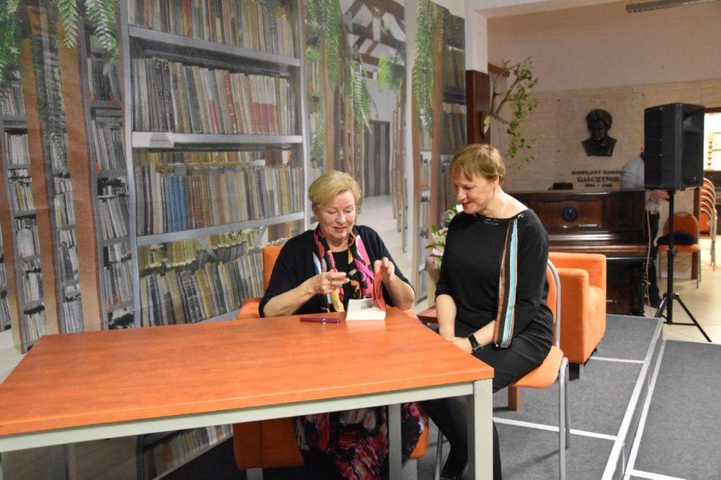 foto: Spotkanie autorskie Krystyny Kofty w MBP - DSC 0064 1024x682