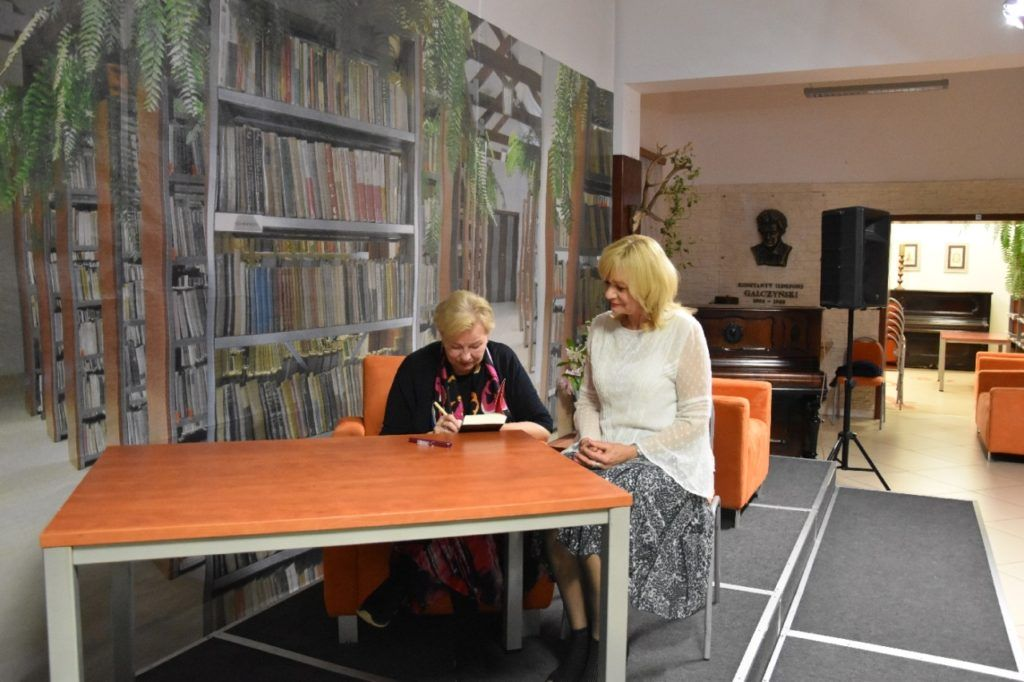 foto: Spotkanie autorskie Krystyny Kofty w MBP - DSC 0066 1024x682