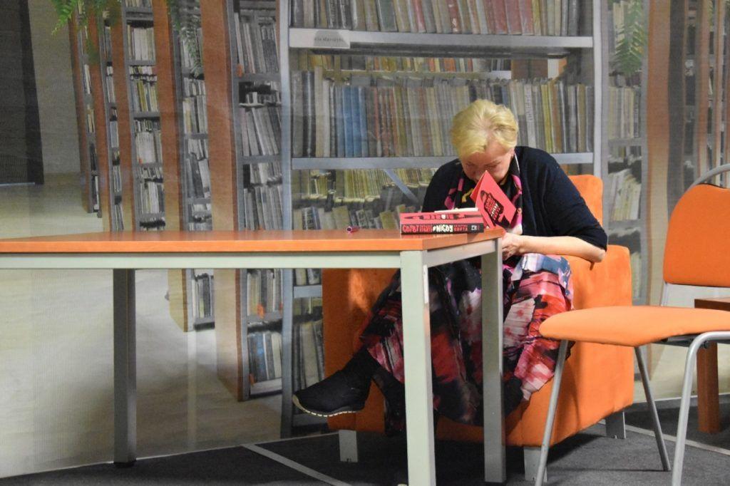foto: Spotkanie autorskie Krystyny Kofty w MBP - DSC 0070 1024x682