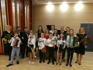 Uczniowie podczas koncertu