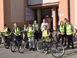 Uczniowie podczas rajdu rowerowego
