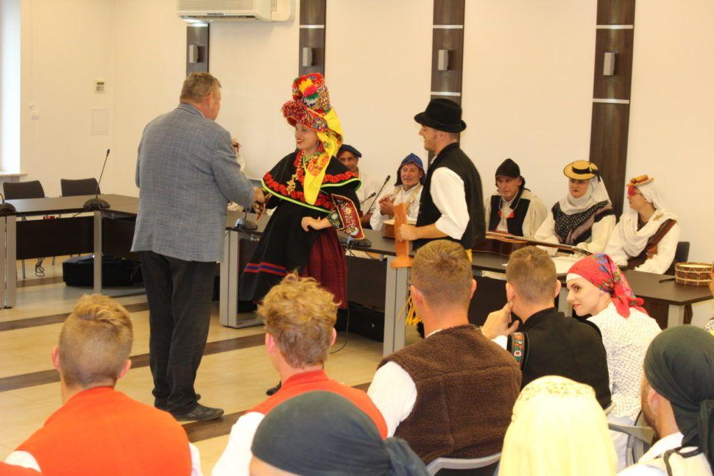 foto: Delegacje zespołów z wizytą w UM - IMG 7916 1024x682