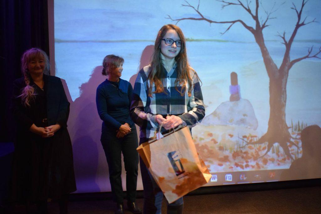 foto: Potrójne zwycięstwo młodych adeptek sztuki z Pracowni plastycznej SOK! - DSC 0088 1024x682