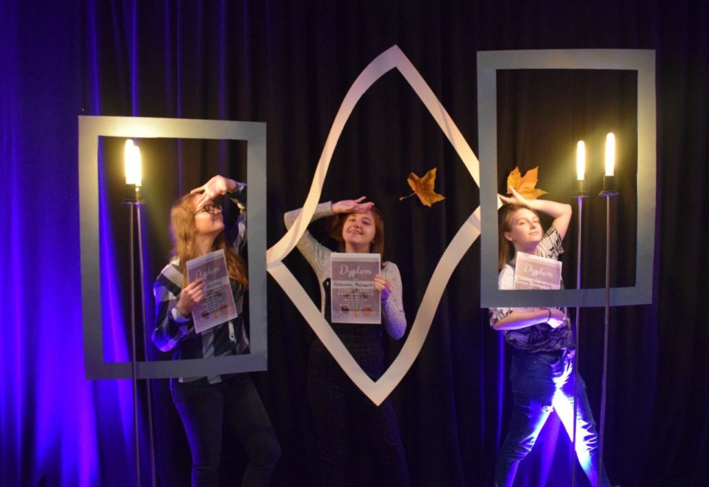 foto: Potrójne zwycięstwo młodych adeptek sztuki z Pracowni plastycznej SOK! - DSC 0096 1024x703