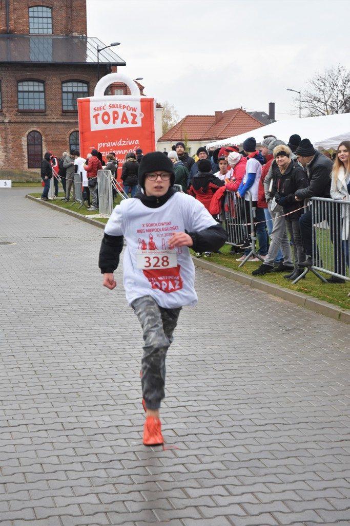 """foto: Drugi rok z rzędu 100 młodych biegaczy z """" Dwójki"""" w Biegu Niepodległości - DSC 5246 683x1024"""