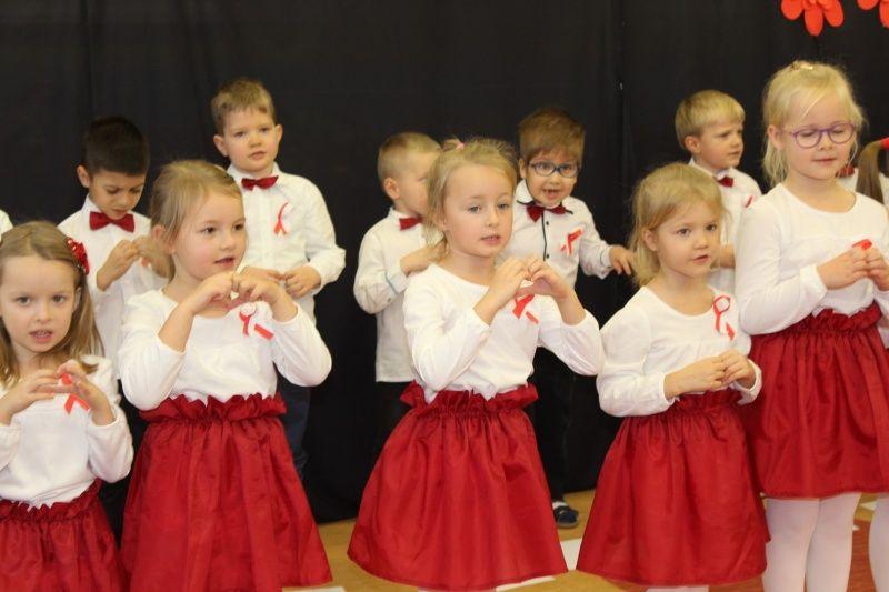 foto: Przedszkolaki podczas uroczystości - 3