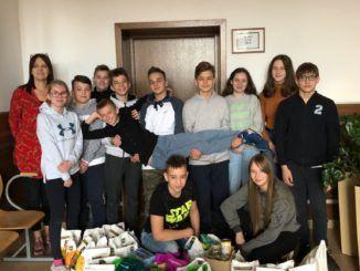 Uczniowie uczestniczący w akcji