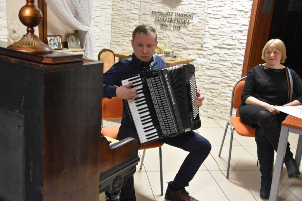 foto: Spotkanie z twórczością Wiesławy Kwiek w MBP - 12 1024x682