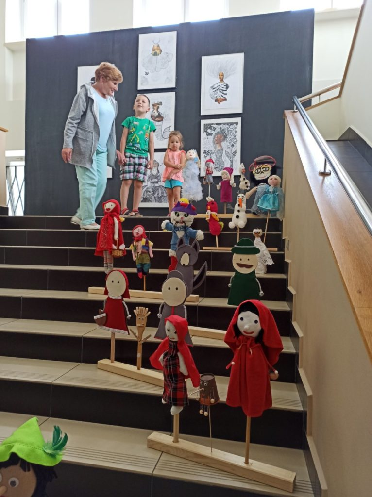 """foto: Wystawa """"Teatr dla każdego – bajkowe kukiełki, pacynki i marionetki"""" - 109089930 2567305223550634 712756610385860471 n1 766x1024"""