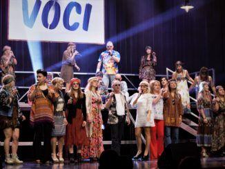 zdjęcie przedstawiające grupę wokalną Voci Cantati na scenie