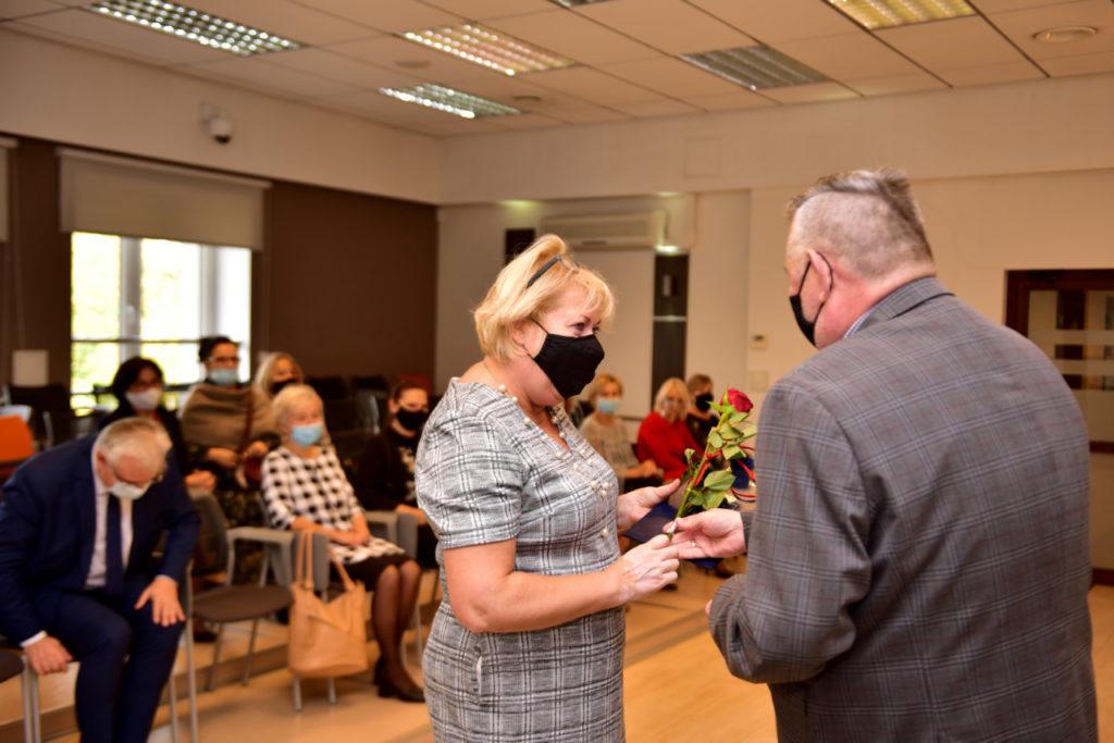 foto: Rozdanie Nagród Burmistrza z okazji Dnia Edukacji Narodowej - DSC 9606 1024x683
