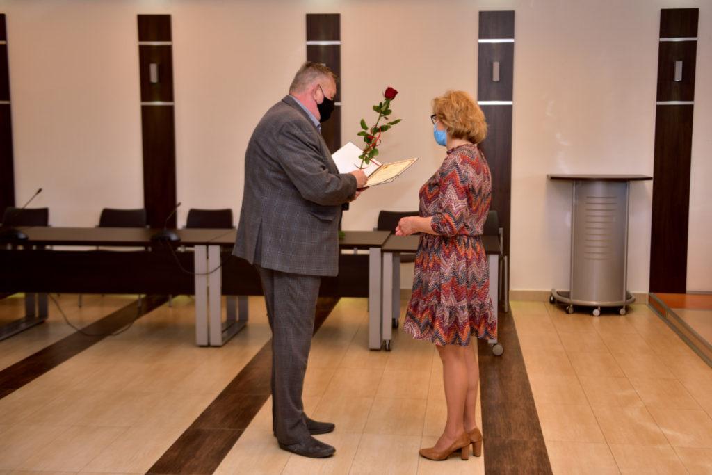 foto: Rozdanie Nagród Burmistrza z okazji Dnia Edukacji Narodowej - DSC 9616 1024x683