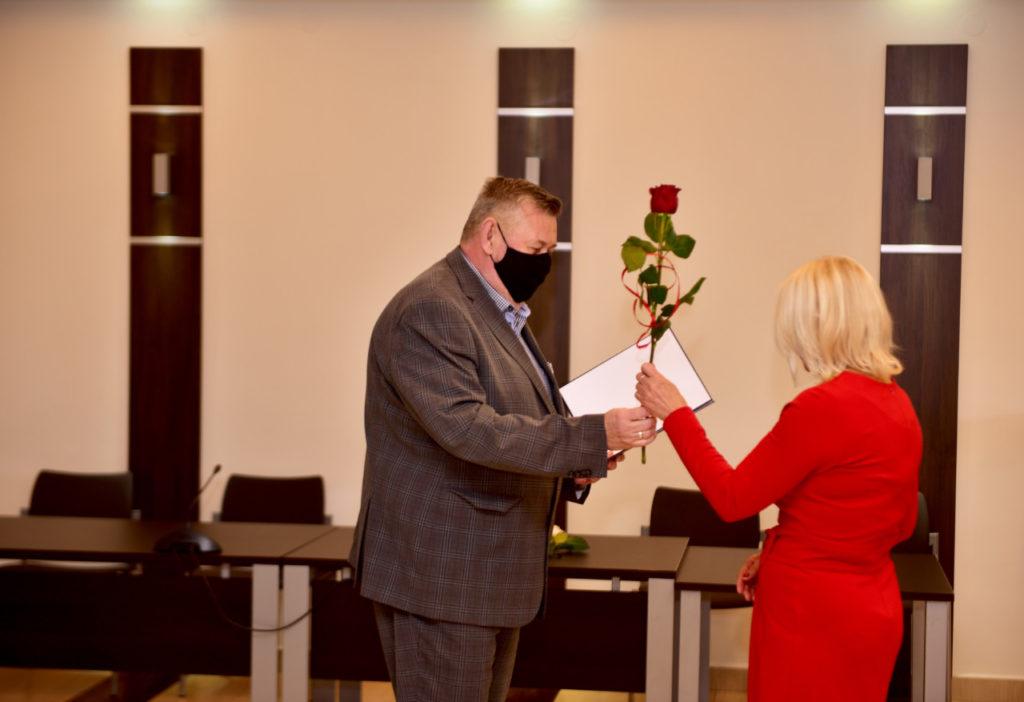 foto: Rozdanie Nagród Burmistrza z okazji Dnia Edukacji Narodowej - DSC 9619 1024x702