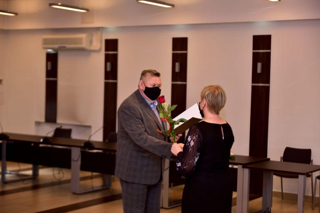foto: Rozdanie Nagród Burmistrza z okazji Dnia Edukacji Narodowej - DSC 9620 1024x683