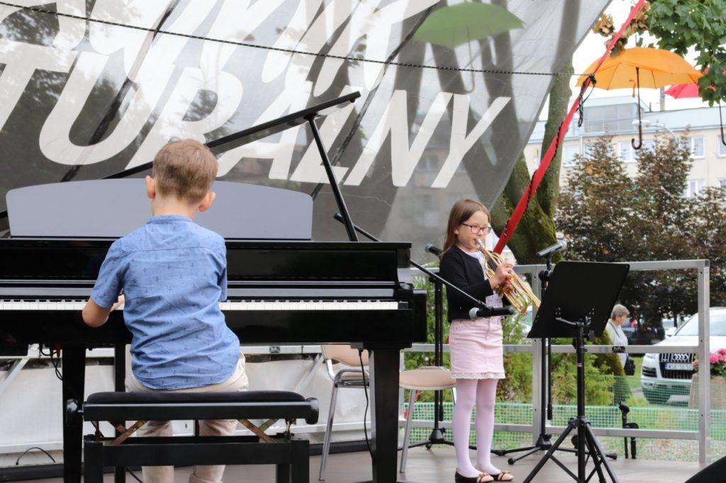 foto: Młodzi artyści na Trawniku Coolturalnym SOK - 44 1280x853 1 1024x682