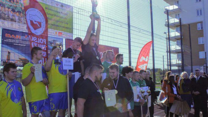 Zjęcie uczestników zawodów na podium