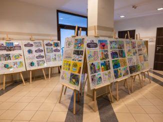 Ogólny widok wystawy w górnym hallu Urzędu Miasta