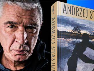 """z lewej strony Andrzej Stasiuk, z prawej książka """"Przewóz"""""""